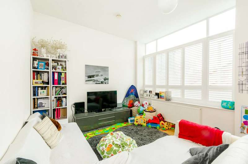 2 Bedrooms Flat for sale in Fairbridge Road, Archway, N19
