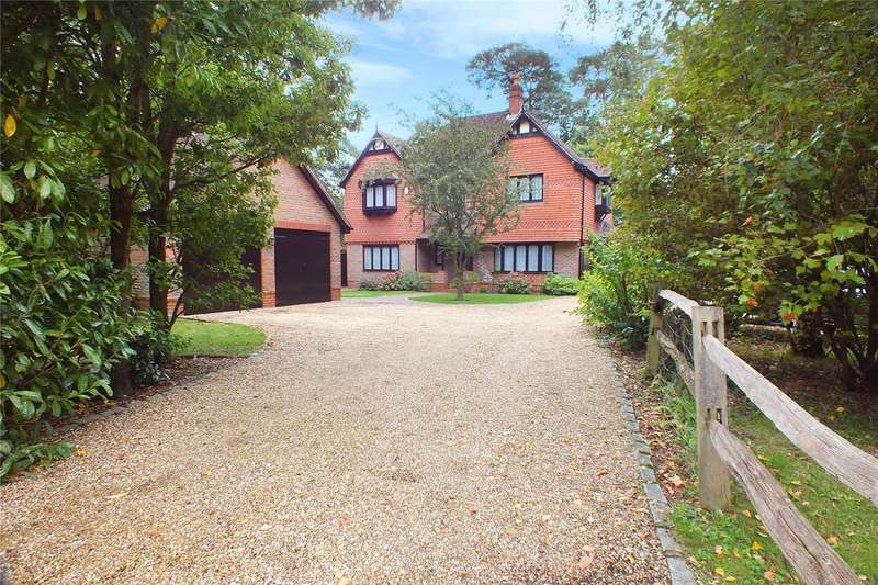 5 Bedrooms Detached House for sale in Abbots Close, Fleet, GU51