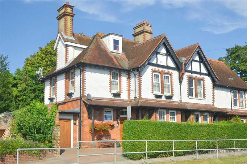 4 Bedrooms Semi Detached House for sale in Havant Road, Portsmouth, Hampshire