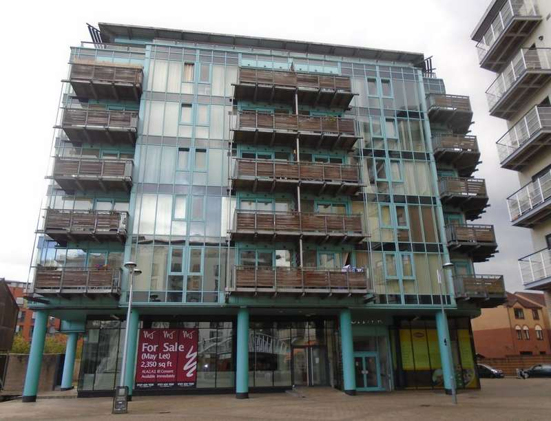 3 Bedrooms Flat for sale in Canal Square, Birmingham, B16