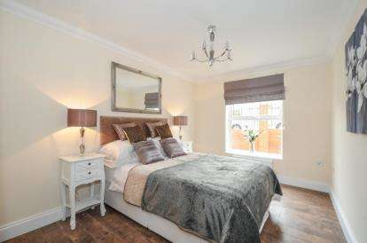 2 Bedrooms Flat for sale in Main Road, Harwich, Essex