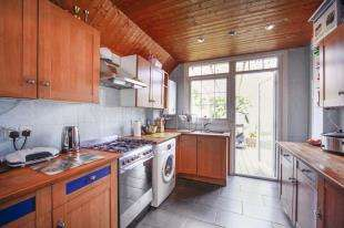 3 Bedrooms Semi Detached House for sale in Norbury Court Road, Norbury, London
