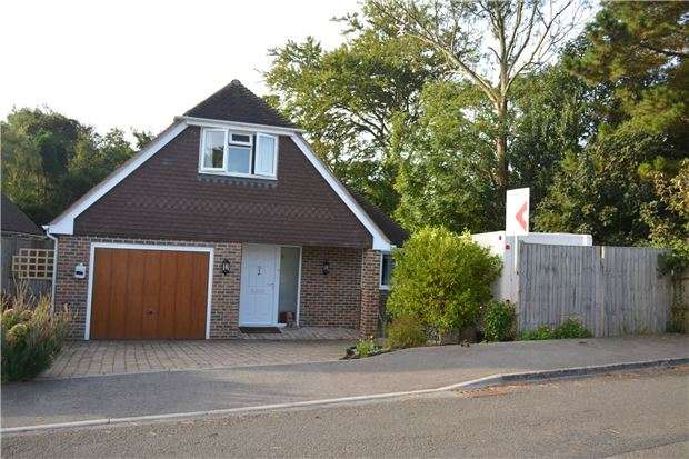 3 Bedrooms Detached House for sale in Gatelands Drive, BEXHILL-ON-SEA, East Sussex, TN39 4DP