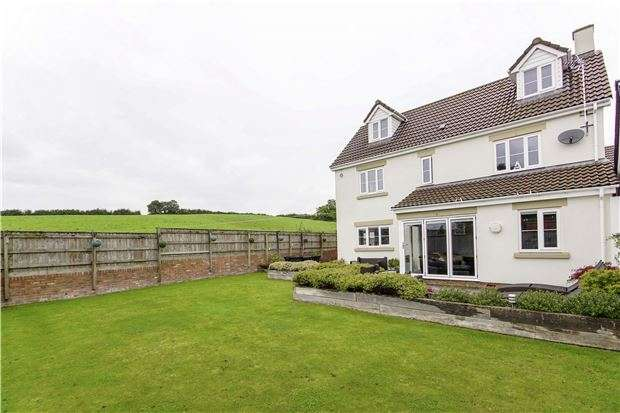 4 Bedrooms Semi Detached House for sale in Mapstone Rise, Longwell Green, BS30 9DL