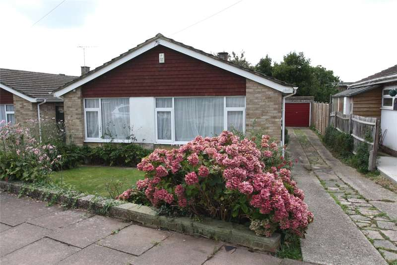 3 Bedrooms Detached Bungalow for sale in Craddock Place, Durrington, Worthing, BN13