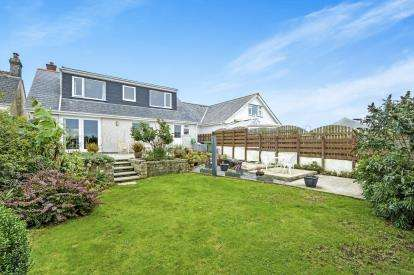 4 Bedrooms Detached House for sale in Fraddon, St. Columb, Cornwall