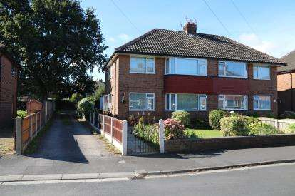 2 Bedrooms Flat for sale in Ravenglass Avenue, Liverpool, Merseyside, L31
