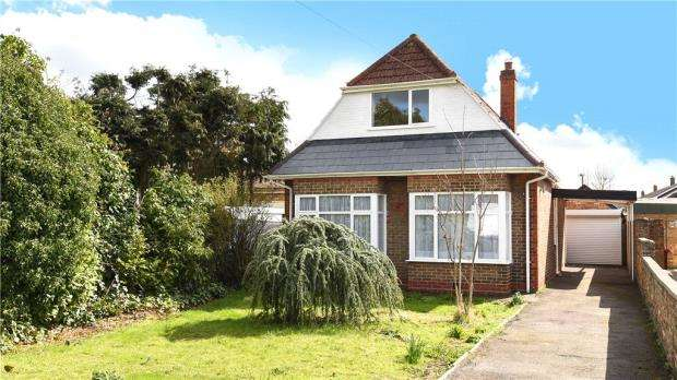 3 Bedrooms Detached Bungalow for sale in Hill Rise, Colnbrook, Berkshire
