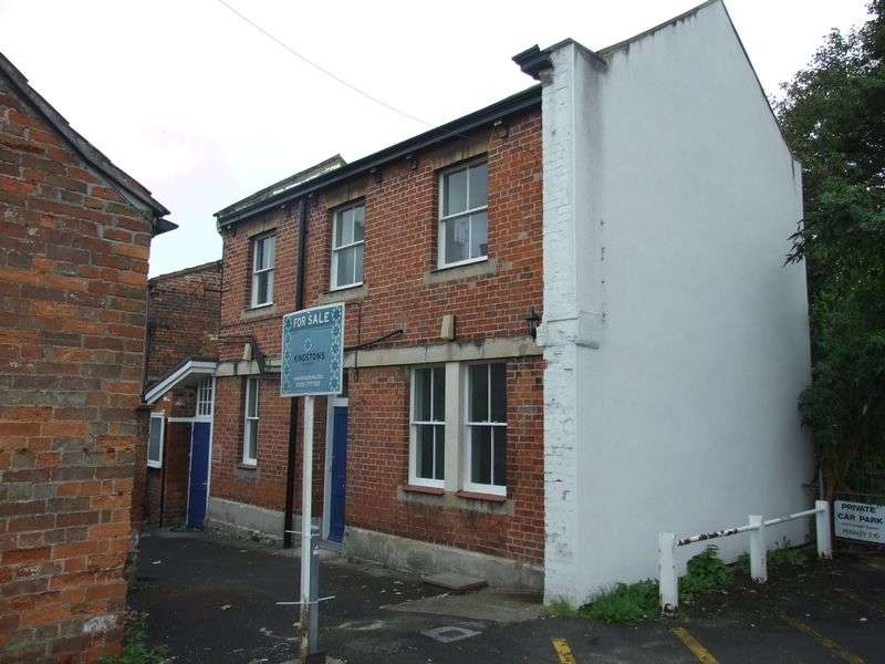 2 Bedrooms Terraced House for sale in Roundstone Street, Trowbridge