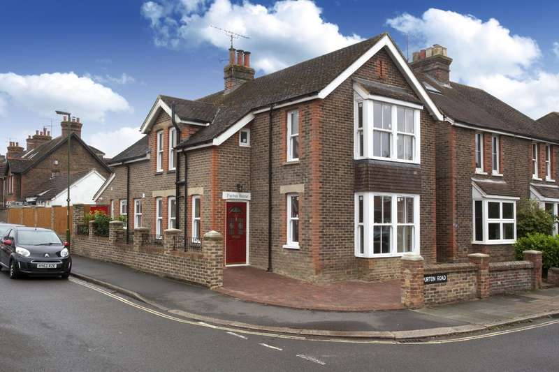4 Bedrooms Detached House for sale in Kempshott Road, Horsham