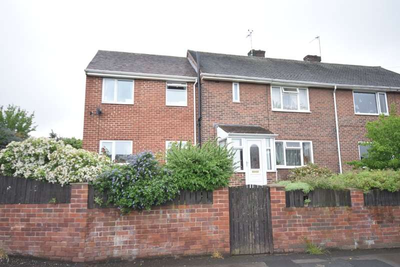 4 Bedrooms Semi Detached House for sale in Warmfield View, Wakefield