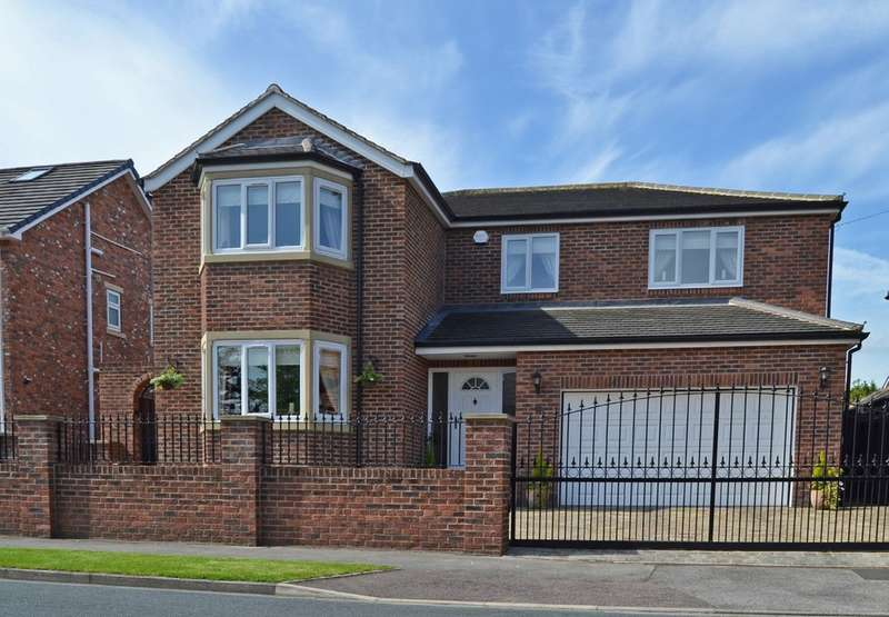 4 Bedrooms Detached House for sale in Woodland Drive, Sandal, Wakefield
