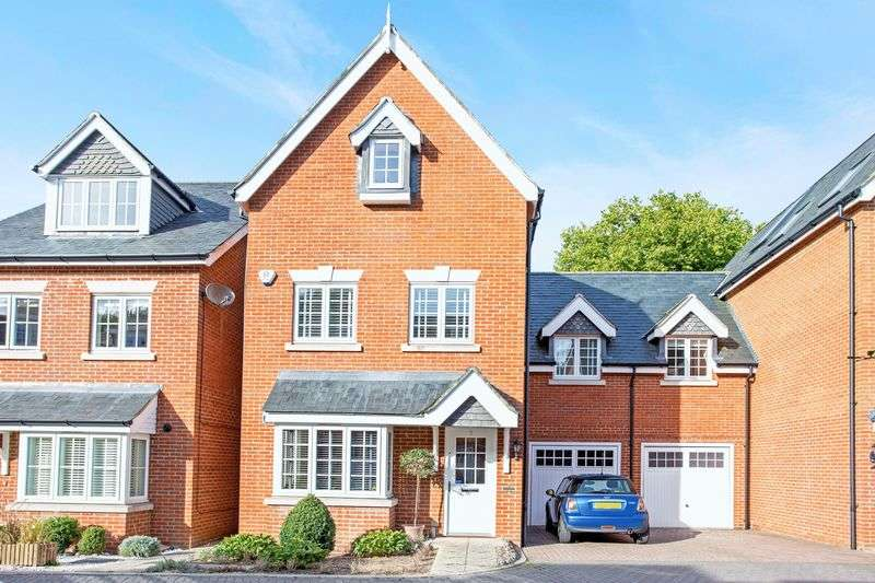 5 Bedrooms Detached House for sale in Brackendale Close, Englefield Green