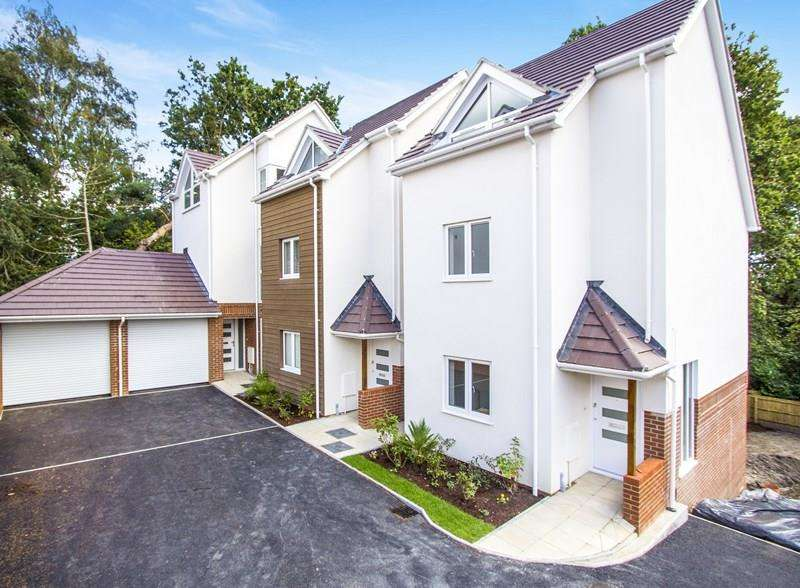 4 Bedrooms Semi Detached House for sale in Pond View Close, Canford Heath, Poole