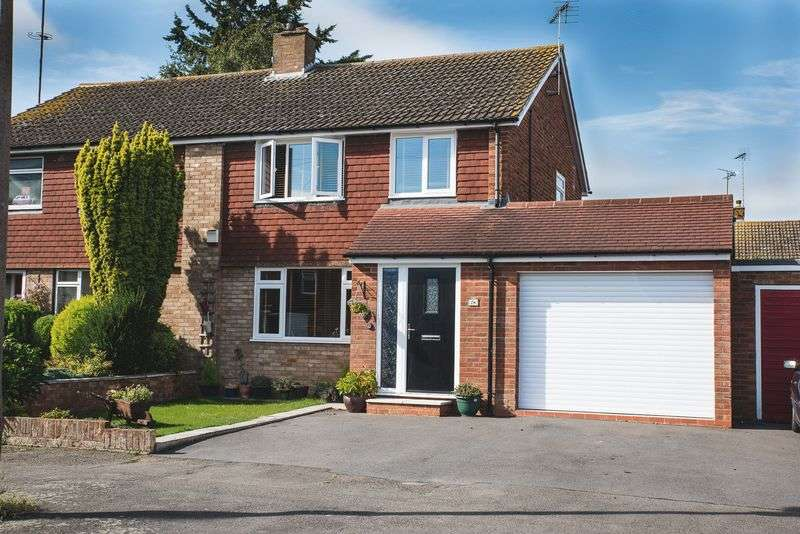 4 Bedrooms Semi Detached House for sale in Dorset Place, Aylesbury