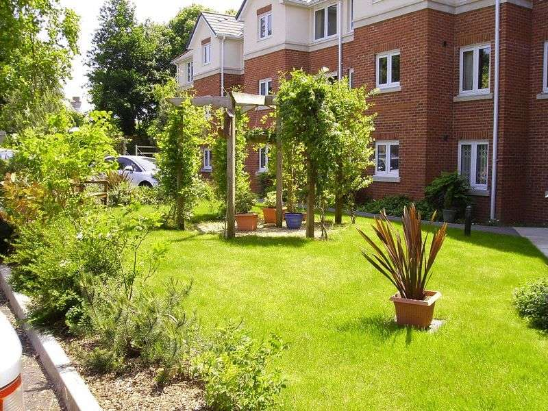 2 Bedrooms Retirement Property for sale in Victoria Court, Chard, TA20 1GA