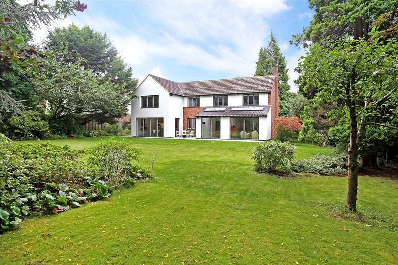 5 Bedrooms Detached House for sale in The Garth, Farnborough, Hampshire, GU14