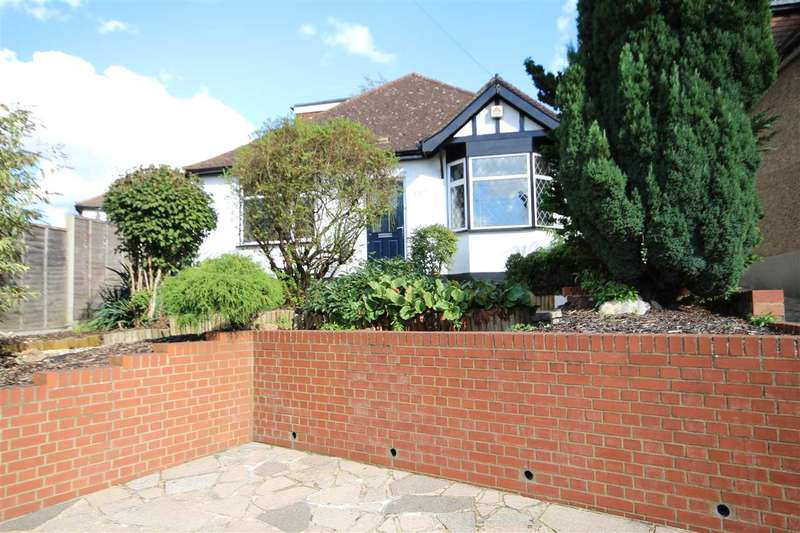 2 Bedrooms House for sale in Hampermill Lane, Watford, WD19.