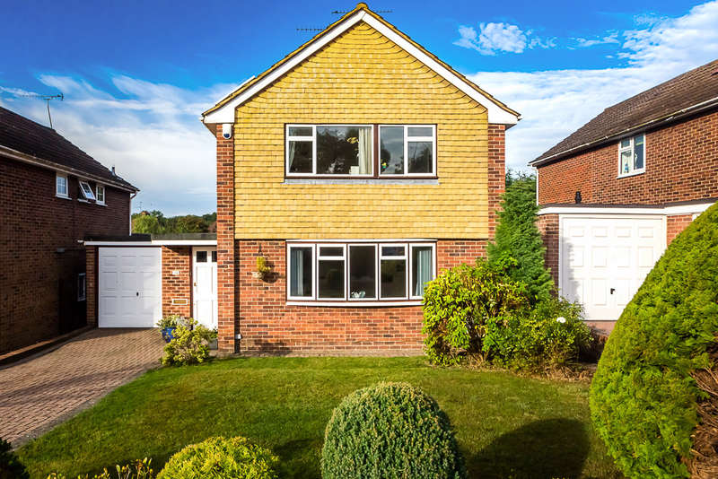 3 Bedrooms Detached House for sale in Central Way, Oxted, RH8