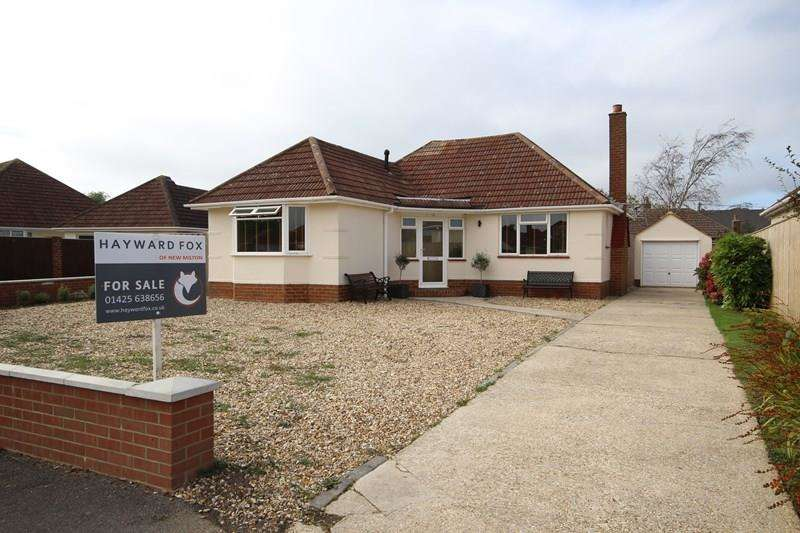 2 Bedrooms Detached Bungalow for sale in Furze Croft, New Milton