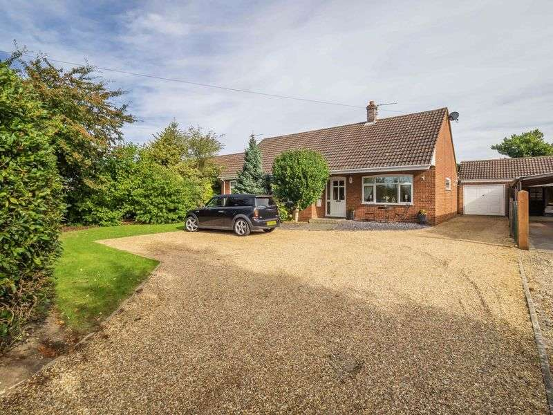 3 Bedrooms Detached Bungalow for sale in Taverham Road Felthorpe, Norwich