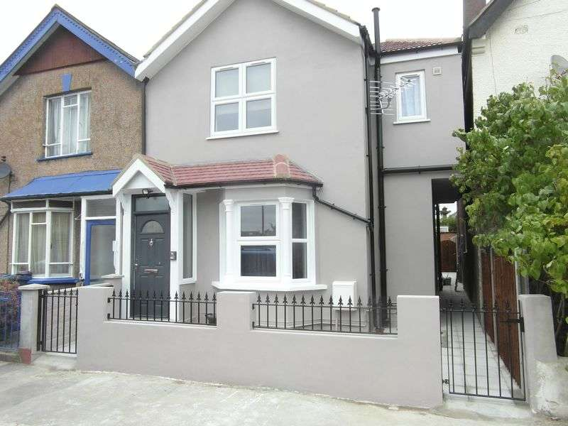 2 Bedrooms Flat for sale in A newly built Two bedroom ground floor garden flat