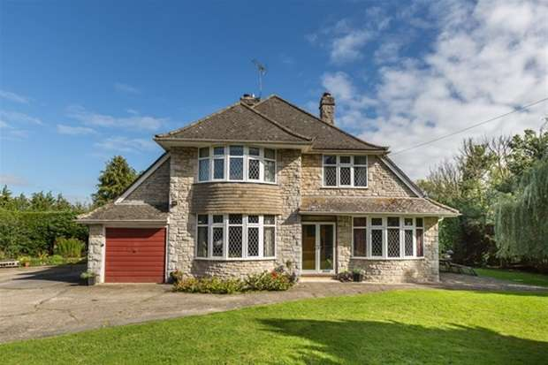 4 Bedrooms Detached House for sale in Woodlands Road, Mere, Wiltshire