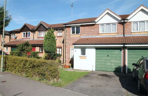 4 Bedrooms Semi Detached House for sale in Taunton Drive, East Finchley, N2