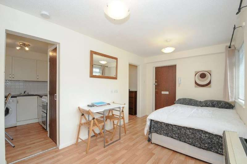 House for sale in St. Peter's Close, Wandsworth Common, SW17