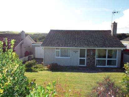 3 Bedrooms Bungalow for sale in Porthleven, Helston, Cornwall