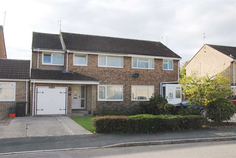 4 Bedrooms Property for sale in Tweed Close, Swindon