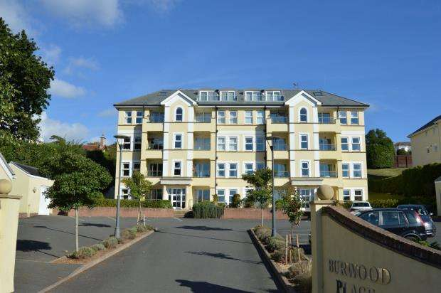 3 Bedrooms Flat for sale in Burwood Place, First Drive, Teignmouth, Devon