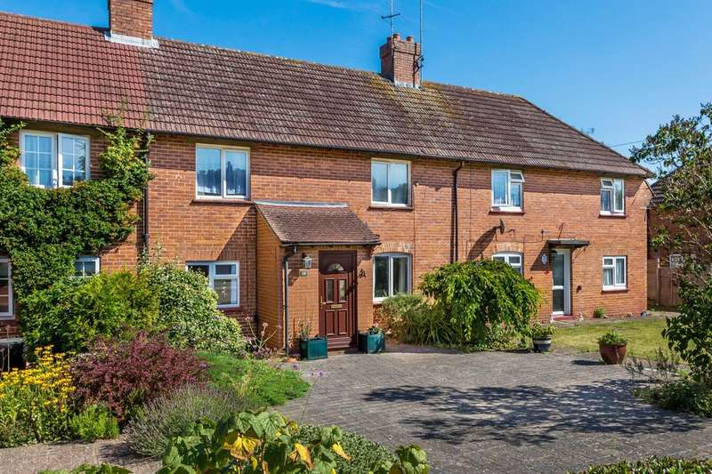 3 Bedrooms Terraced House for sale in St Claire Close, Old Oxted.