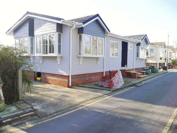 2 Bedrooms Bungalow for sale in Kingsleigh Park Homes, Thundersley