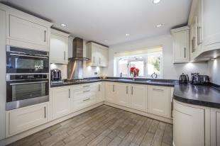 4 Bedrooms Detached House for sale in The Broadway, Minster On Sea, Sheerness