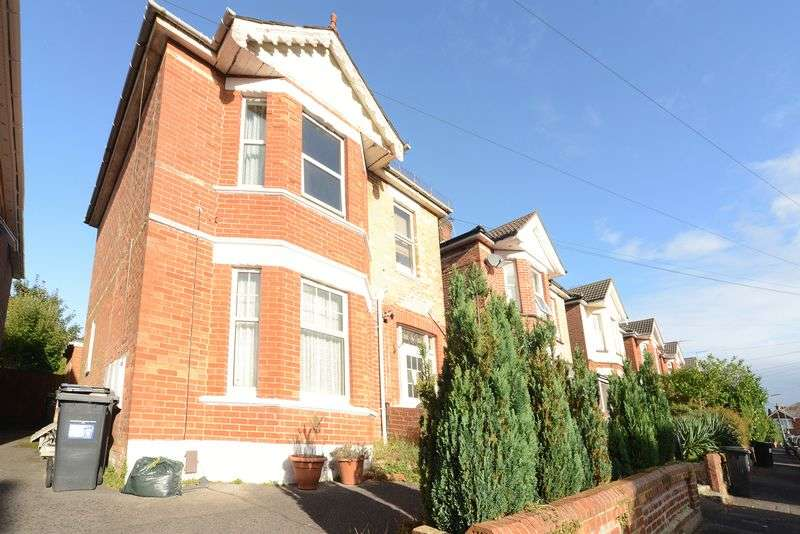 2 Bedrooms Flat for sale in Spacious Two Bedroom First Floor Apartment in Need of a Full Refurbishment