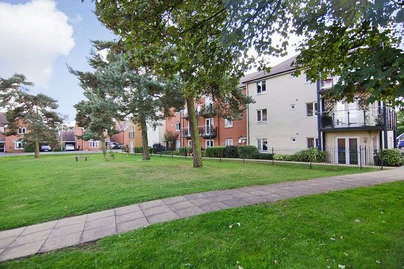 2 Bedrooms Flat for sale in Pine Tree Close, Burntwood