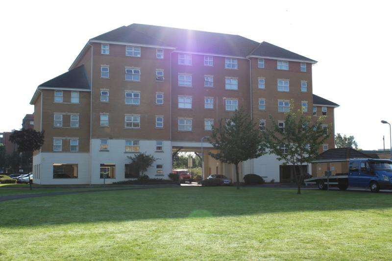 2 Bedrooms Apartment Flat for sale in Pickford Gardens