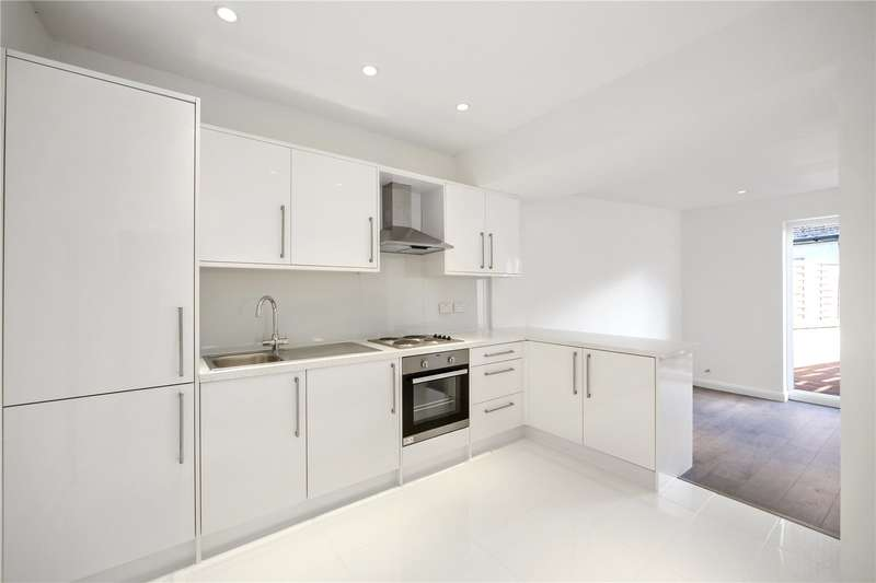 2 Bedrooms Maisonette Flat for sale in Parkway, London, NW1