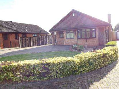 2 Bedrooms Bungalow for sale in Dorchester Way, Nuneaton, Warwickshire
