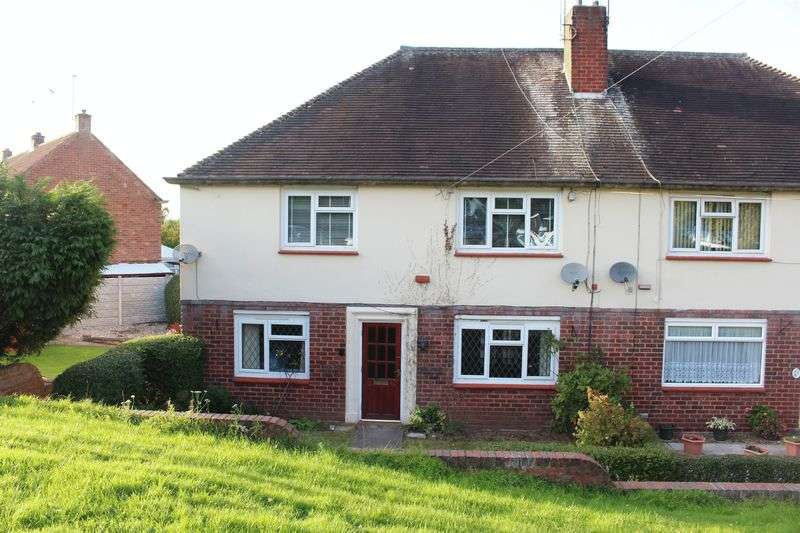 2 Bedrooms Flat for sale in WOMBOURNE, Bull Lane
