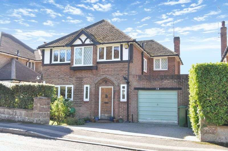 4 Bedrooms Detached House for sale in Daymerslea Ridge, Leatherhead