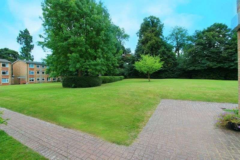 2 Bedrooms Flat for sale in Tupwood Lane, Caterham