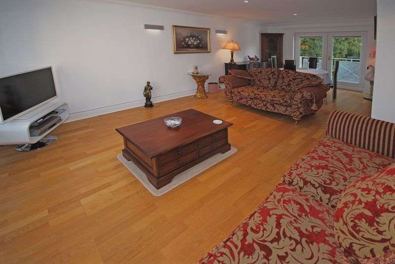 2 Bedrooms Flat for sale in Luxury Apartment, Stow Park Circle