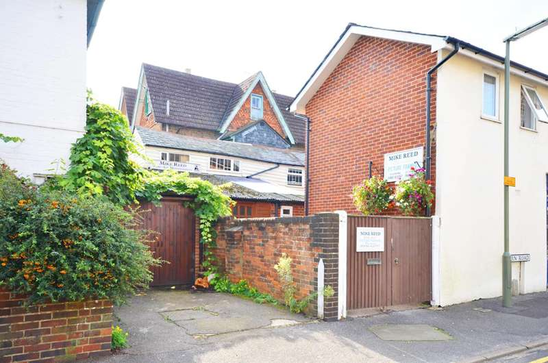 1 Bedroom Maisonette Flat for sale in Fern Road, Farncombe, GU7