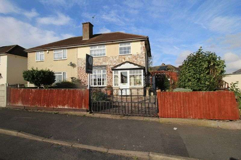 3 Bedrooms Semi Detached House for sale in Charnwood Close, Bilston