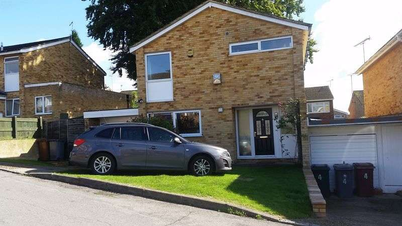 3 Bedrooms Detached House for sale in Harlech Avenue, Reading