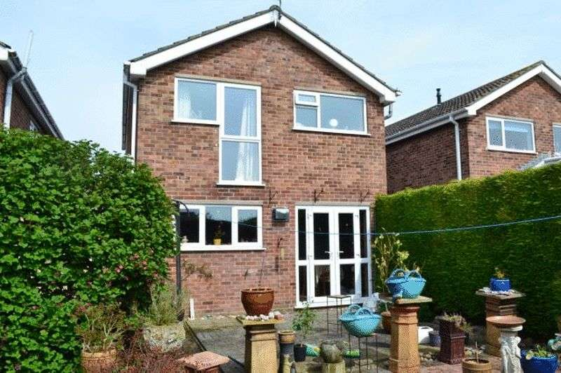 3 Bedrooms Detached House for sale in Tomline Close, Keelby, Grimsby