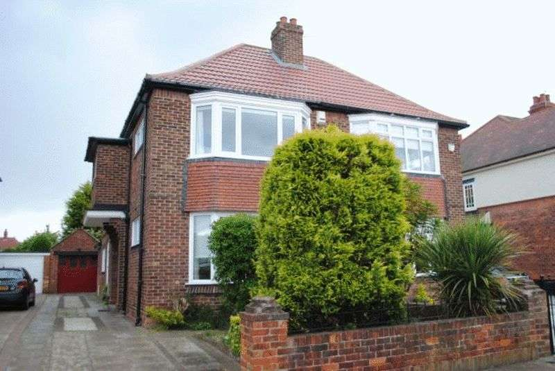 4 Bedrooms Semi Detached House for sale in Park Avenue, Grimsby