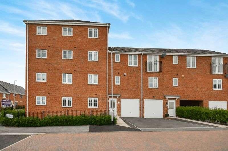 2 Bedrooms Flat for sale in Topliss Way, Leeds, LS10